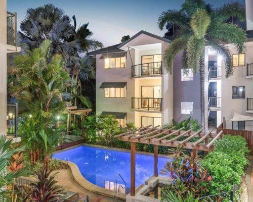 Bay-Villas-Resort_002_BV2-Twlight-Pool-TWO-Balcony