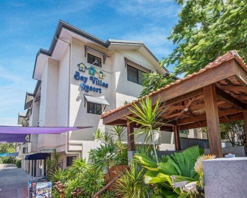 Bay-Villas-Resort_028_BVR-Entrance-Day-III